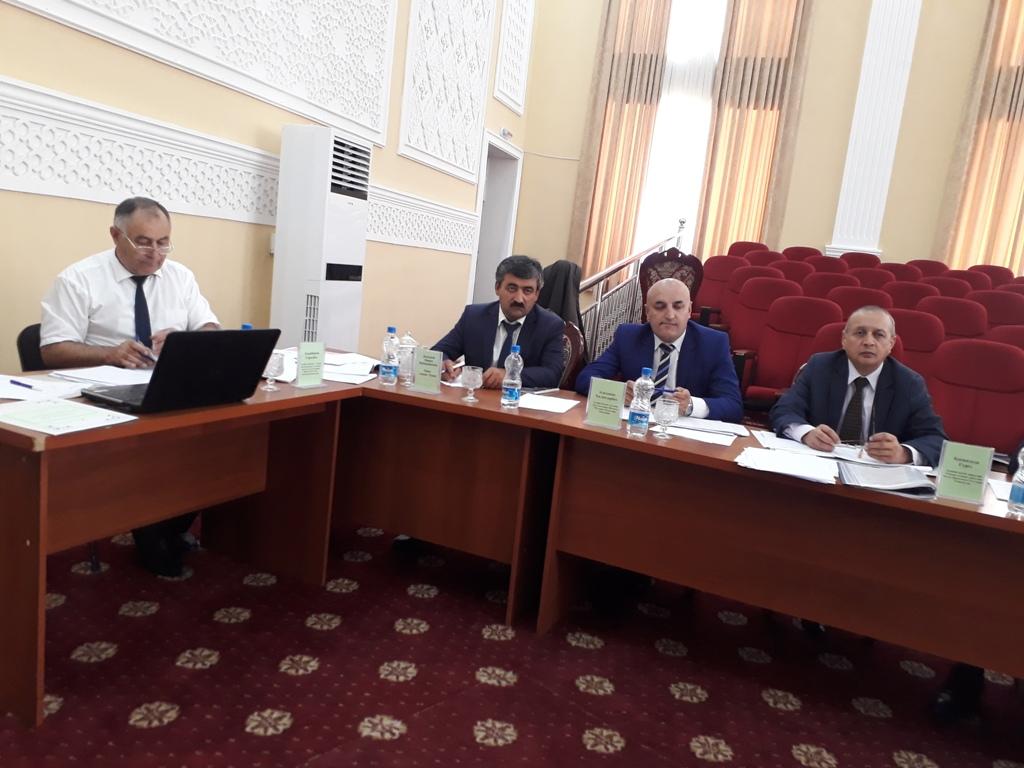 Аттестатсияи ғайринавбатии хизматчиёни давлатии ноҳияи Рӯшон